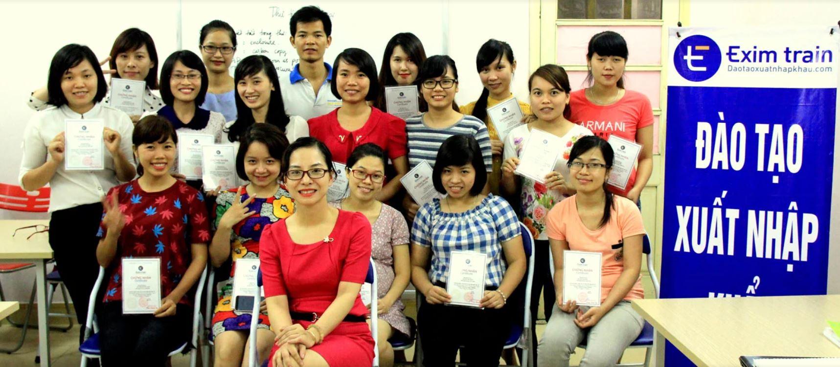 Hình ảnh lớp học xuất nhập khẩu Eximtrain