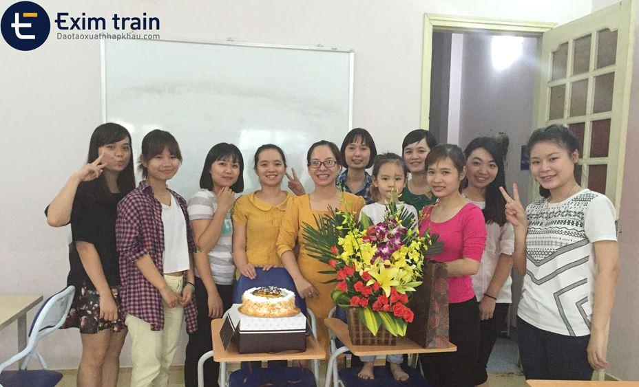 Trung tâm EximTrain dạy xuất nhập khẩu tại Hà Nội và Hồ Chí Minh