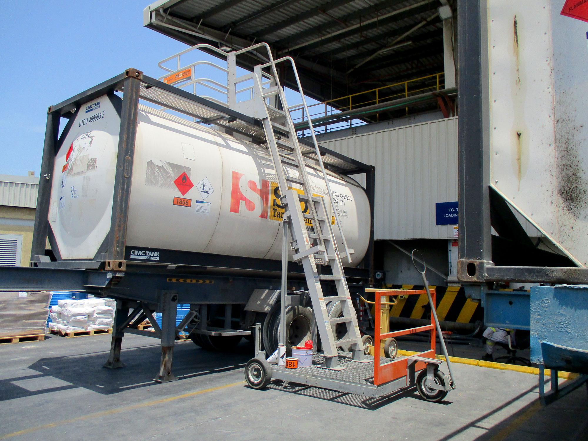 Đây là cont chuyên dụng vân chuyển hàng nguy hiểm dễ cháy nổ với chất liệu làm bằng nhôm, inox, hoặc thép độ bền cao