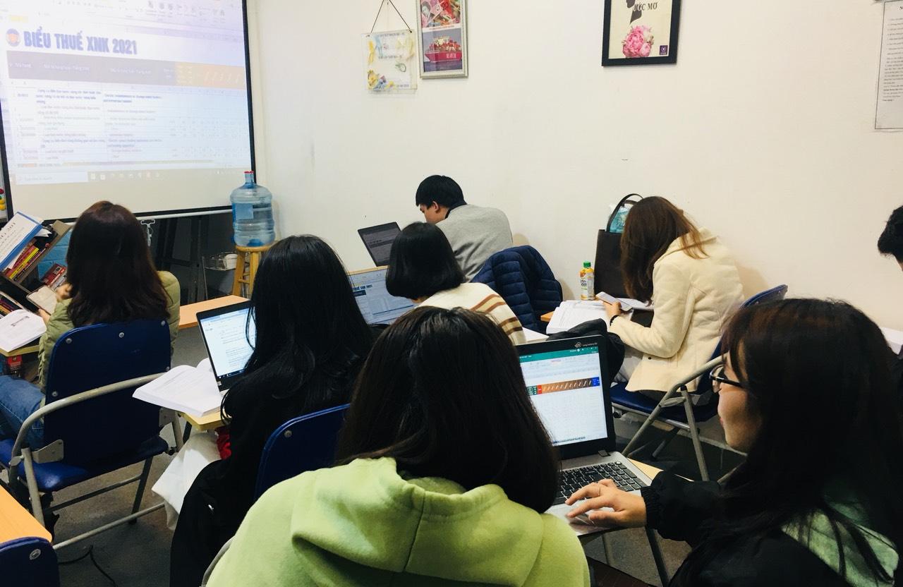 Khóa học mua hàng quốc tế tại được giảng dạy tại VinaTrain ( Nguồn: vinatrain việt nam)