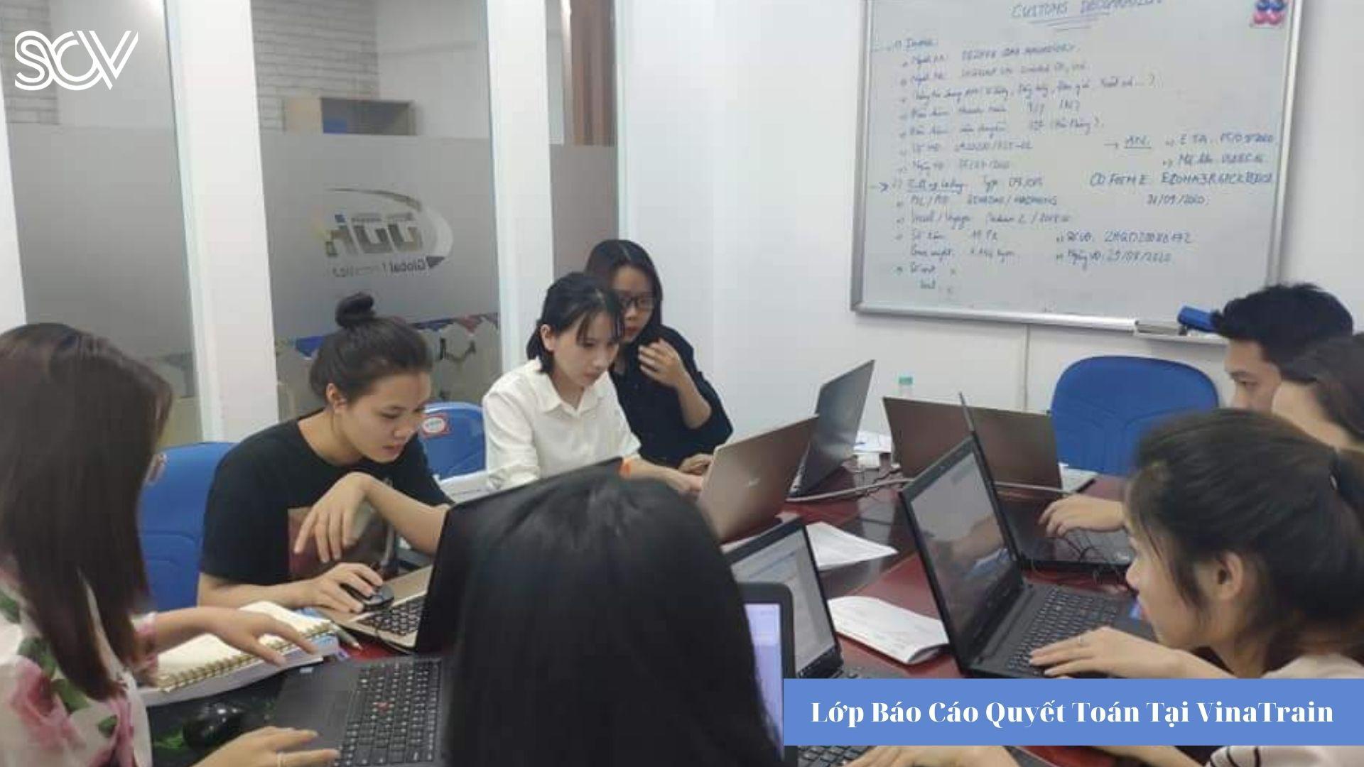 Lớp học báo cáo quyết toán tại VinaTrain (Nguồn: VinaTrain Viêt Nam)